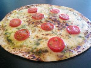 焼きトマトのジェノベーゼピザ